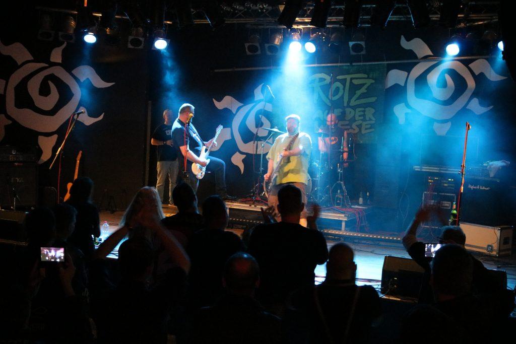 ROTZ AUF DER WIESE - Sumpfblume / Hameln